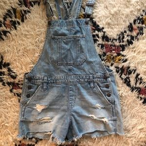 Abercrombie and Fitch distressed short overalls XS